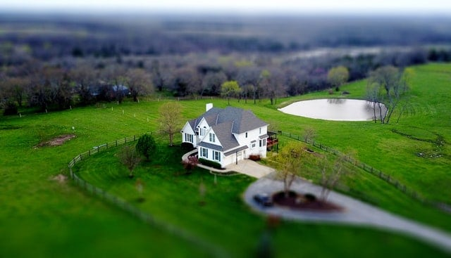 Smuk landbrugsejendom eller hus, hvor der kan laves ejendomsvurdering og husk din boligadvokat